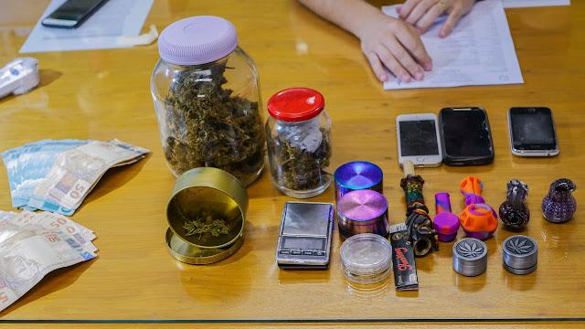 Idoso de 76 anos é preso por posse ilegal de drogas no Jardim Botânico