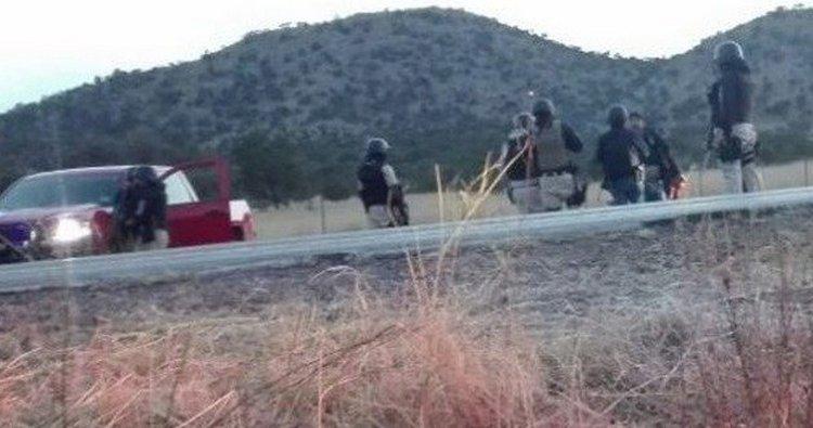 Convoy de 15 vehículos disparan contra vehiculo y siembran pánico en Bachíniva, Chihuahua