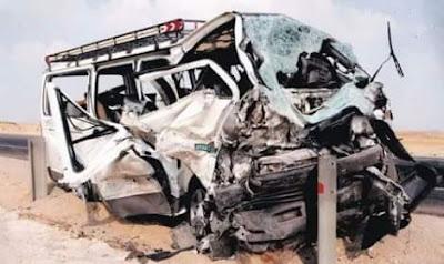 إصابة 13 في تصادم سيارتين أمام بوابة بني سويف