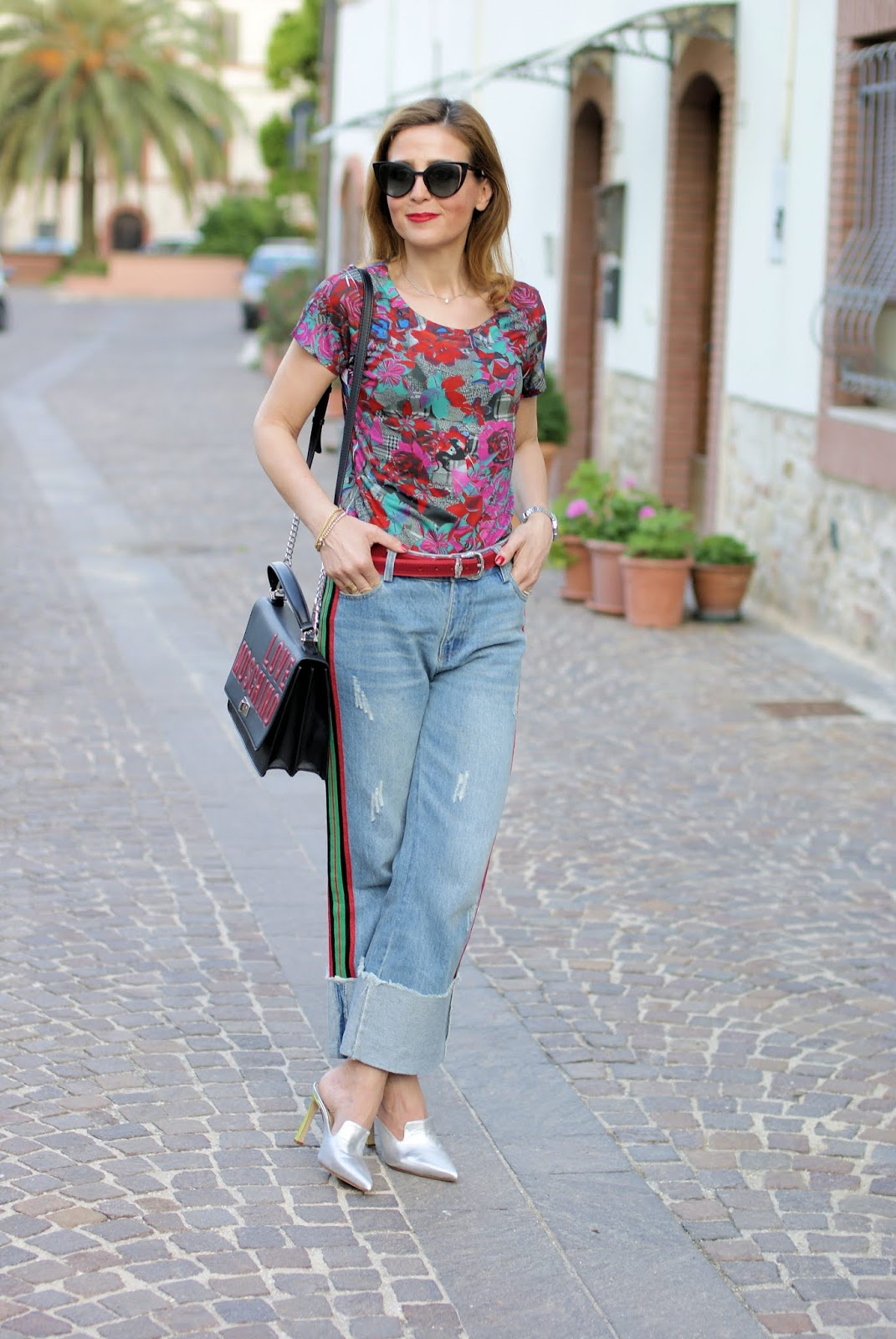 Jeans and tshirt outfit on Fashion and Cookies fashion blog, fashion blogger style