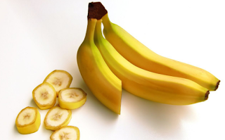 Your yellow teeth can turn white with banana skin
