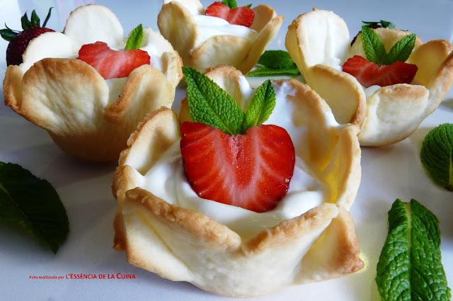 Maduixes, mousse, postre facil, fresas, cocina facil, cuina facil, reposteria, l'essencia de la cuina, blog de cuina de la sonia, crema de iogurt