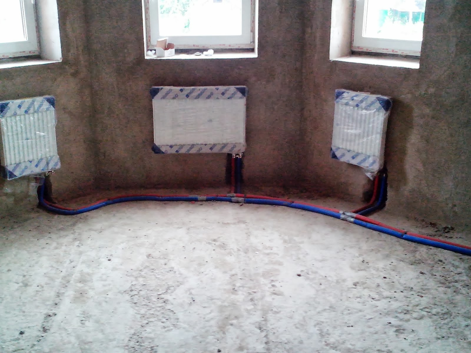 разводка трубами REHAU системы отопления частного дома