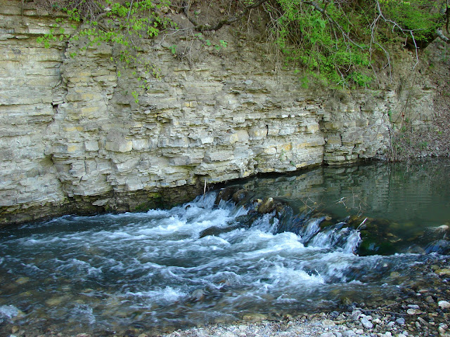 Скалы и пороги на Тернаве