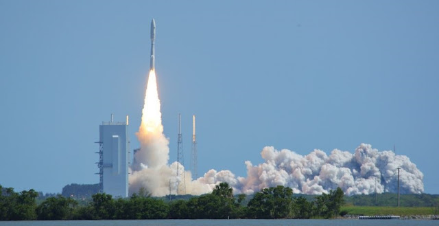 The Atlas V 551 rockets off the pad to send MUOS-5 to space. Photo Credit: Michael Deep / SpaceFlight Insider