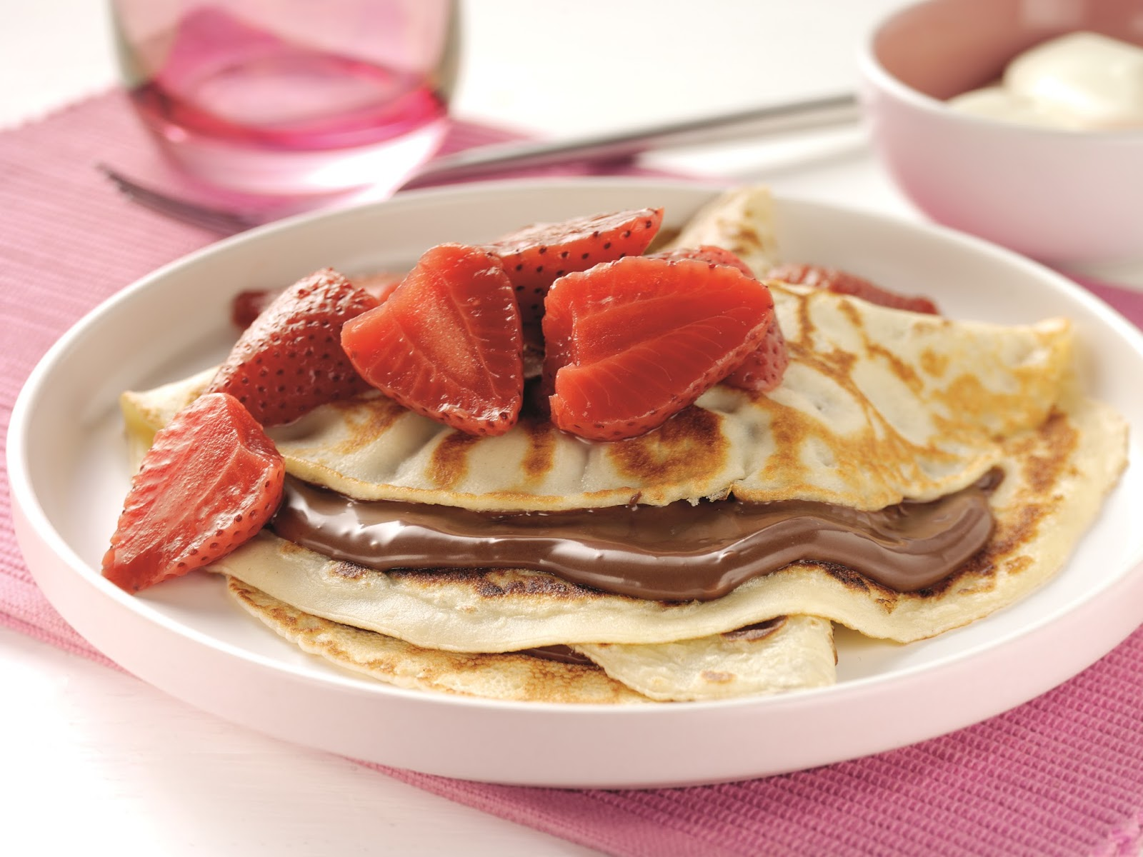 How To Make Some Quick And Easy Strawberry And Chocolate Pancakes