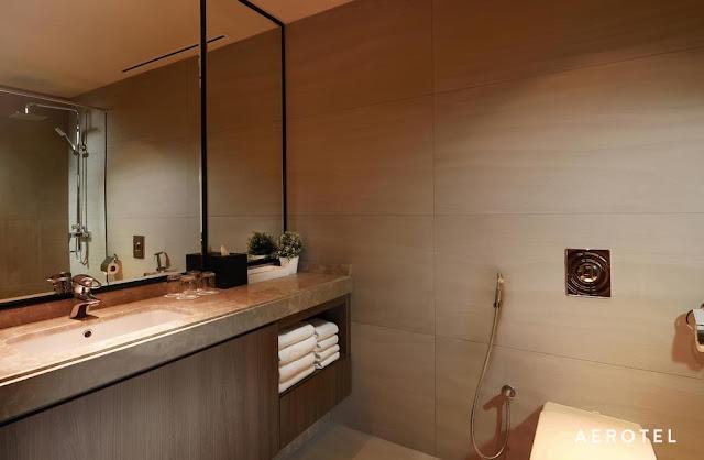 AEROTEL DOUBLE PLUS ROOM BATHROOM