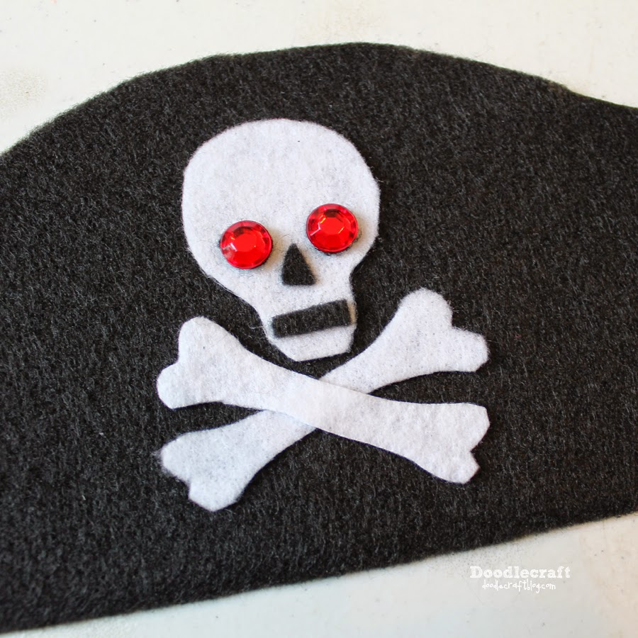 Children/'s Pirate Eye Patch with Skull and Crossbones and Elastic plus spy hole