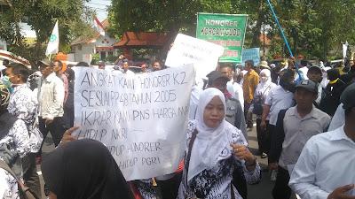 Ratusan Honorer K-2 di Jombang Demo Tolak Rekruitmen CPNS