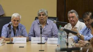 Se reúnen Caló, Moyano y Barrionuevo para consensuar una postura sobre Ganancias