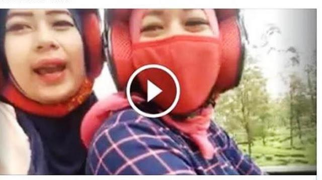 VIDEO: Detik-detik Mengerikan saat Dua Gadis Cantik Bikin Video sambil Naik Motor : kabar Terhangat Hari Ini