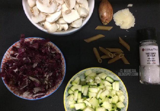 Penne con radicchio,zucchine e funghi