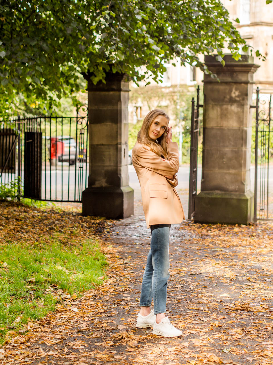 Fashion blogger autumn style inspiration featuring Topshop camel blazer - Muotibloggaaja syysmuoti-inspiraatio ja Topshopin kamelinvärinen bleiseri