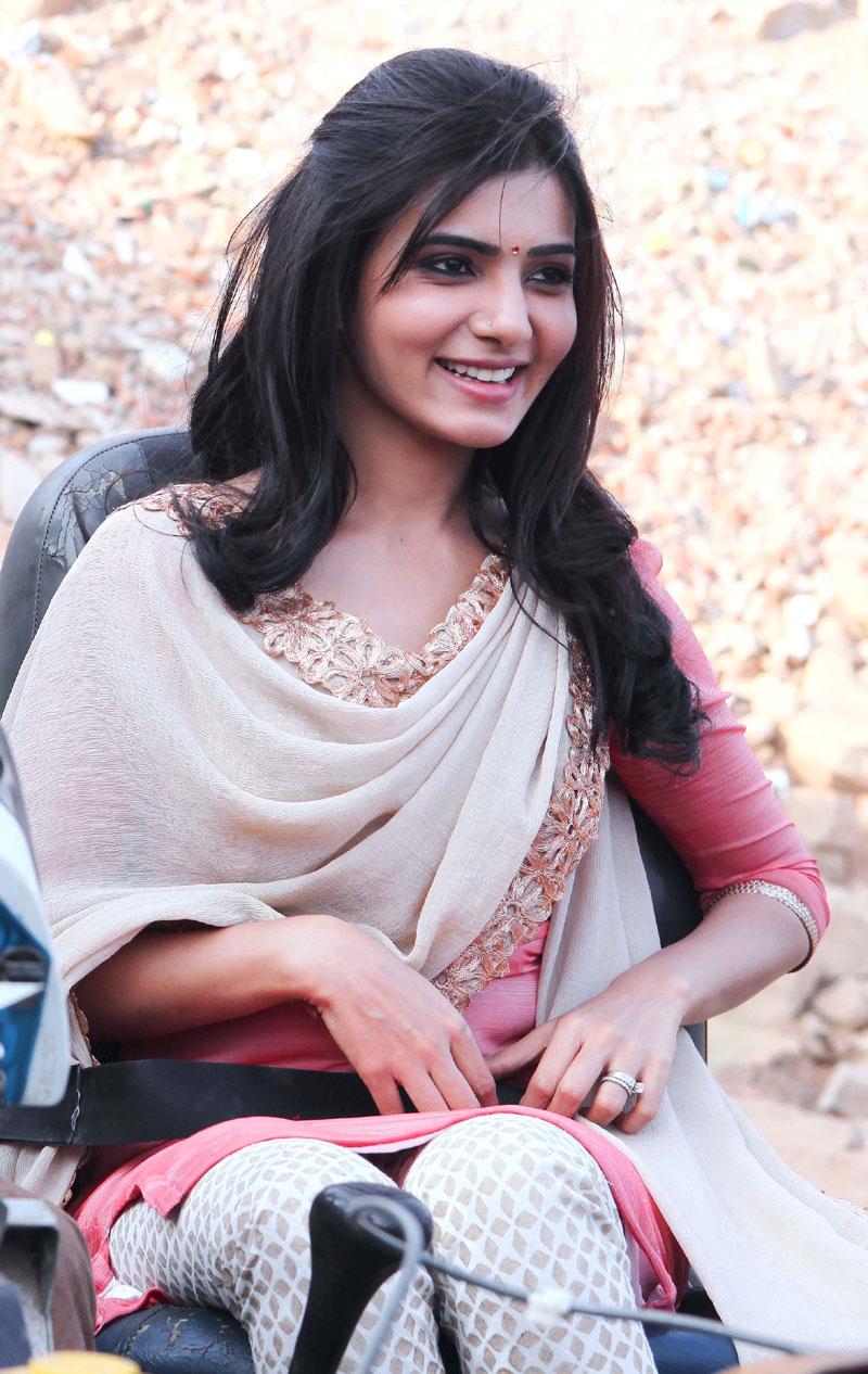 Samantha In Saree: Samantha Hot Cleavage Photos From Autonagar Surya Movie