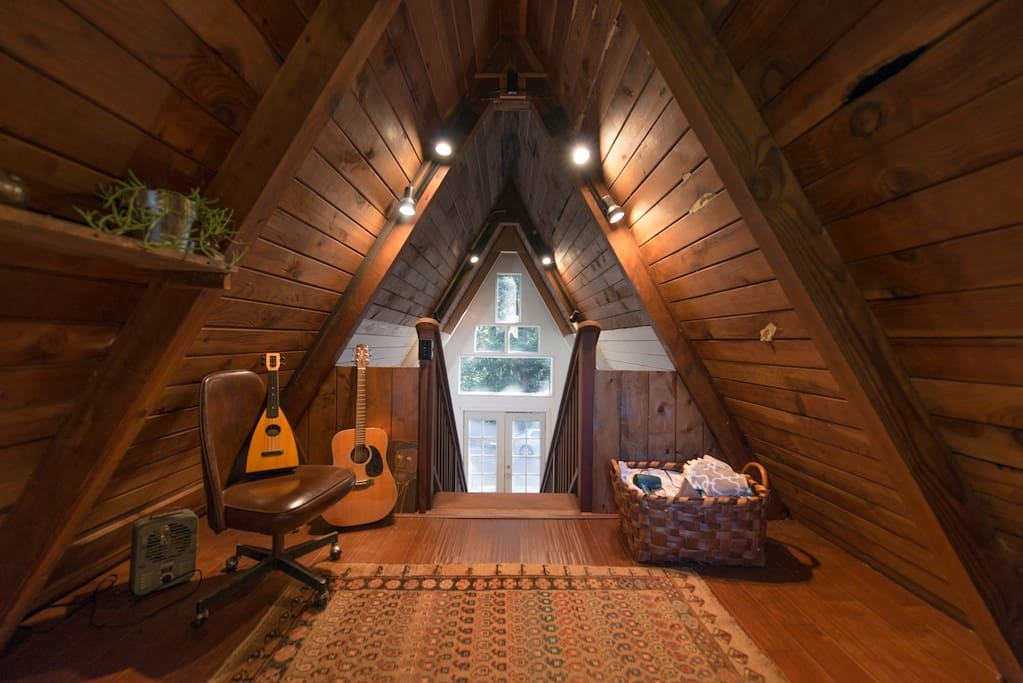 13-airbnb-Architecture-with-A-Frame-House-with-properties-of-the-Tardis-www-designstack-co