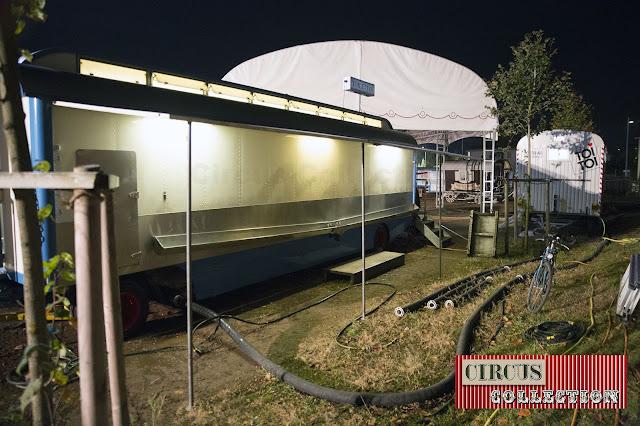 la roulotte toilette du cirque et les pissoires