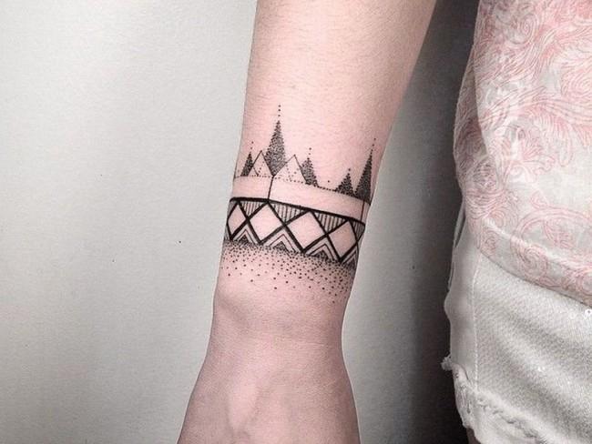 5b76c1cd6 Wrist Tattoos - 50 Cool Wrist Tattoo Designs for Men and Women ...