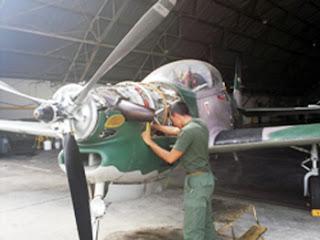T-27 Tucano en Mantenimiento