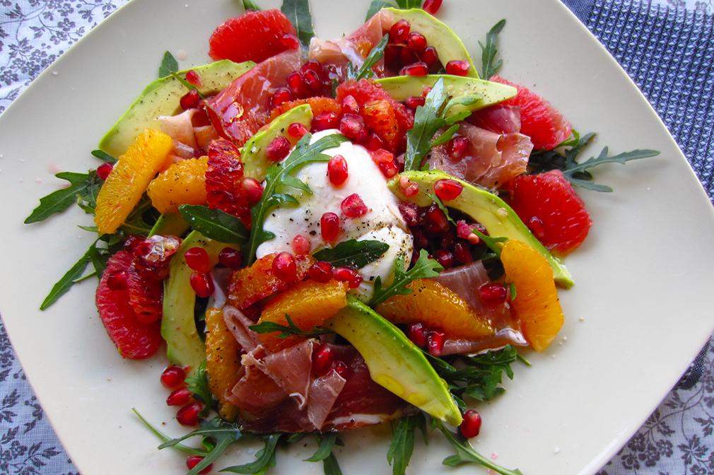 Aux petits oignons salade d 39 hiver avocat agrumes speck et mozzarella - Salade d hiver variete ...