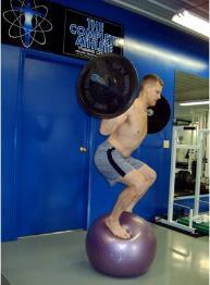 [Image: swiss_ball_squat_001-193x262.jpg]