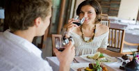 7 Tips For Pregnant Women Safely While Eating Out