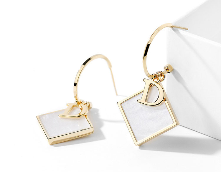 時尚 D 貝殼耳環