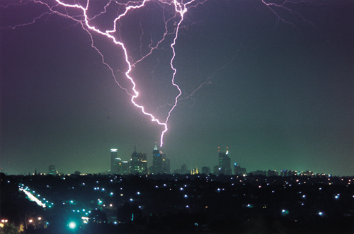 "Rare phenomenon ""thunderstorm asthma"" claims 6 lives in Australia  96janx"