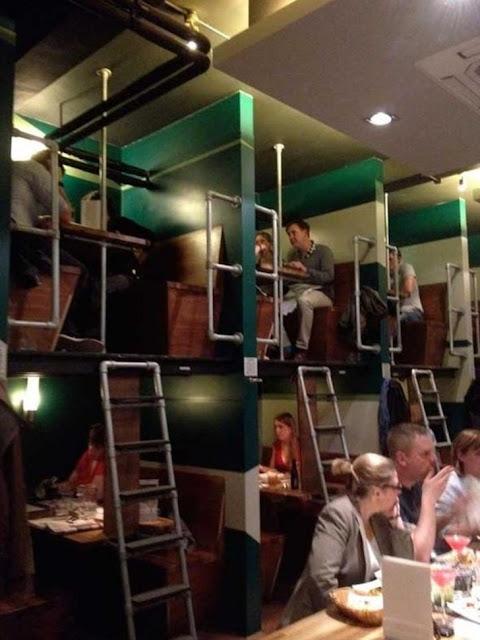 Os garçons devem amar este restaurante fofo