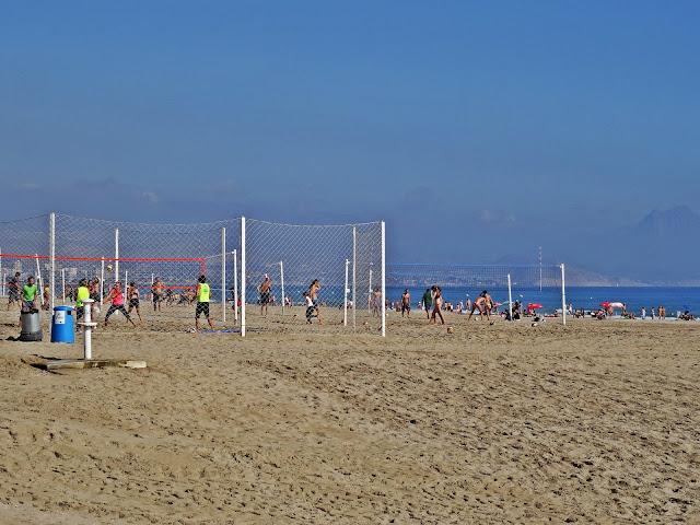 piłka plażowa Hiszpania jak aktywnie spędzać czas?