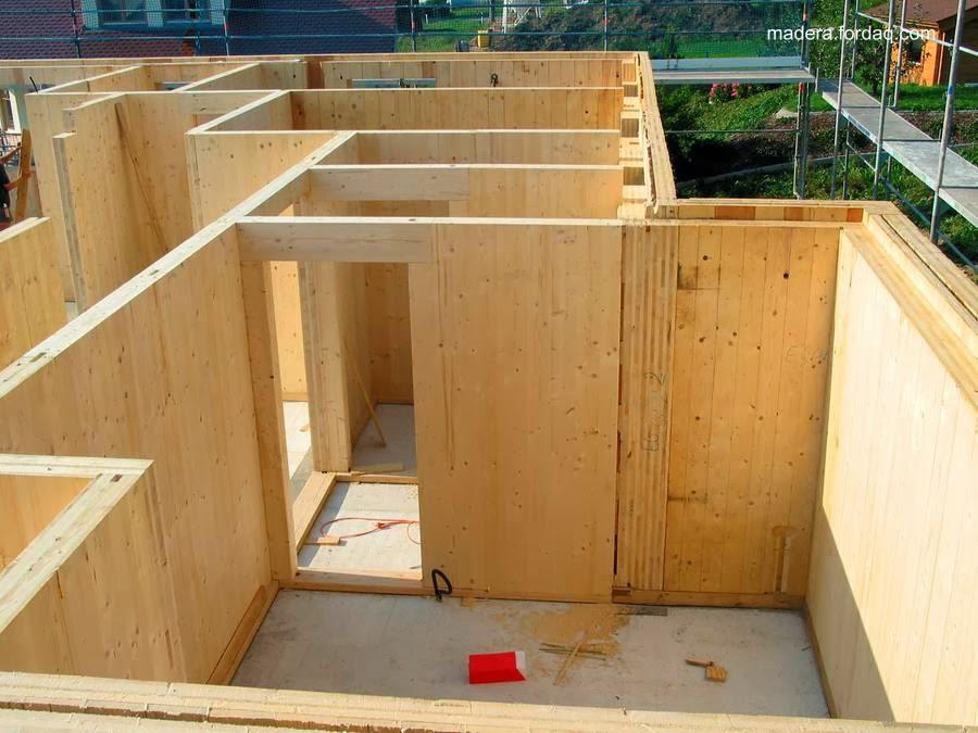 Paneles de madera sólida en una construcción