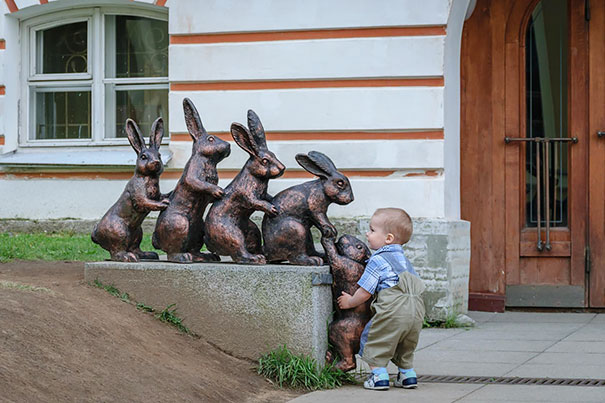 #6 Kid Helps Bunny Climb Sculpture - 12 Kids Who'll Restore Your Faith In Humanity