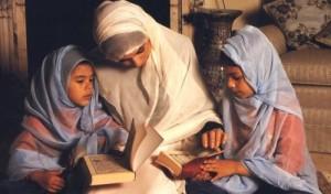 11 Cara Mudah Mendidik Anak Perempuan yang Perlu Anda Ketahui