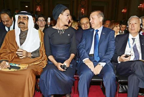 Katar emiri ve eşi ile ilgili görsel sonucu