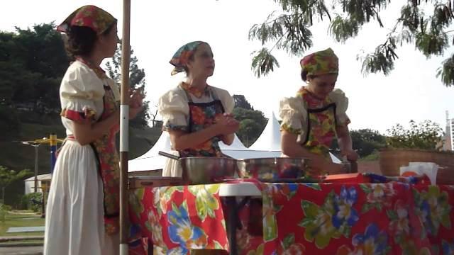 """Espetáculo de dança e circo """"As mulheres do Sol e o Balão"""" está entre as atrações do feriado de 1º de Maio no Sesc Registro-SP"""