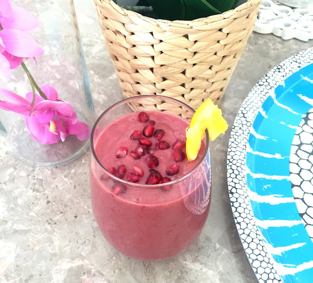 Style Destino - Raw Vegan Smoothie - Beauty Drink Pomegranate & Berry Smoothie - Healthy Smoothie - Fitness Blogger Dubai