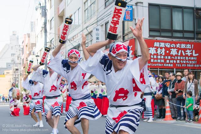 江戸っ子連、マロニエ祭り、ヒューリック浅草橋ビル前での演舞の写真 その2