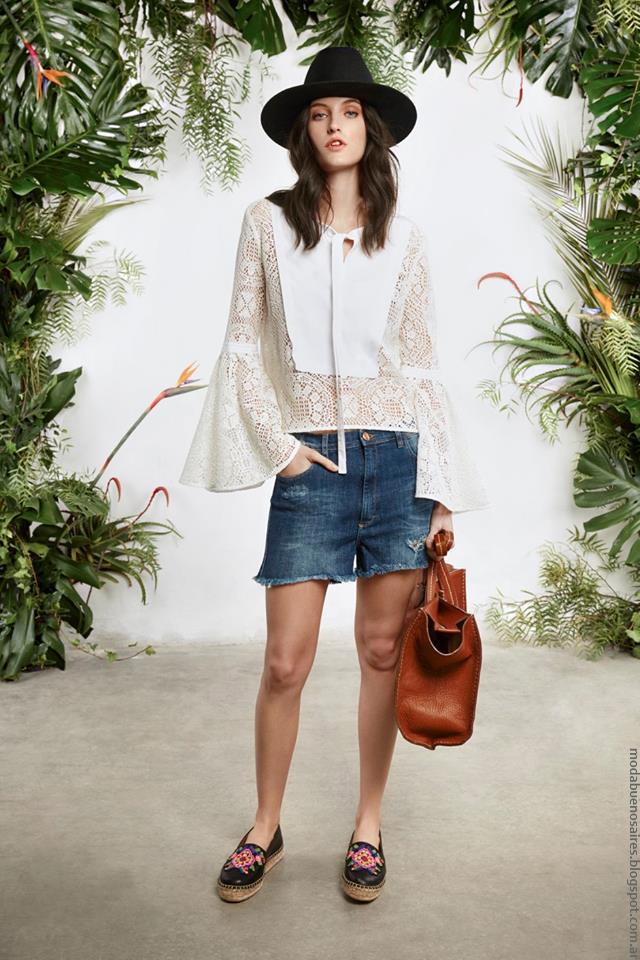 Blusa de encaje y mangas acampanadas María Cher primavera verano 2017. Moda mujer 2017.