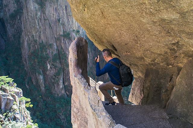 Passage étroit et abrupt au Grand Canyon de Xihai (Huangshan)