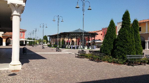 Mantova Outlet Village foto