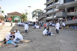 """UNIFESO Teresópolis dá as boas-vindas aos calouros de Medicina no """"Grande Acidente"""""""