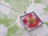 http://www.thechillydog.com/2016/08/tutorial-pressed-flower-pendant.html