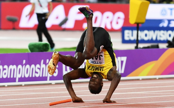 usain bolt tumbles london