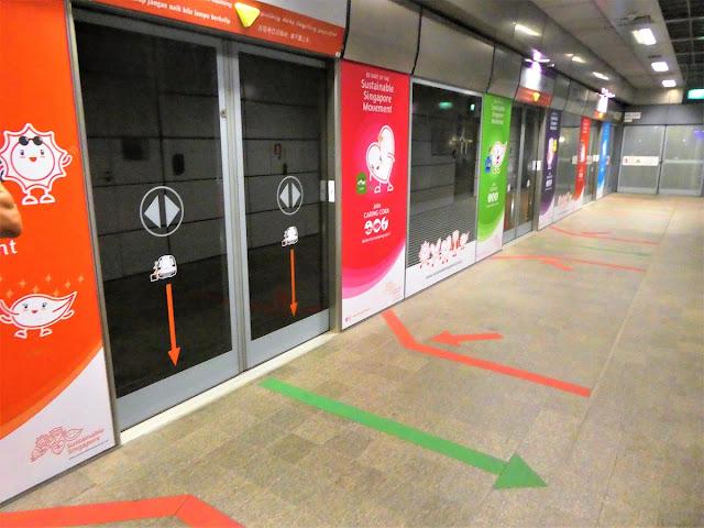 med tunnelbana i Singapore
