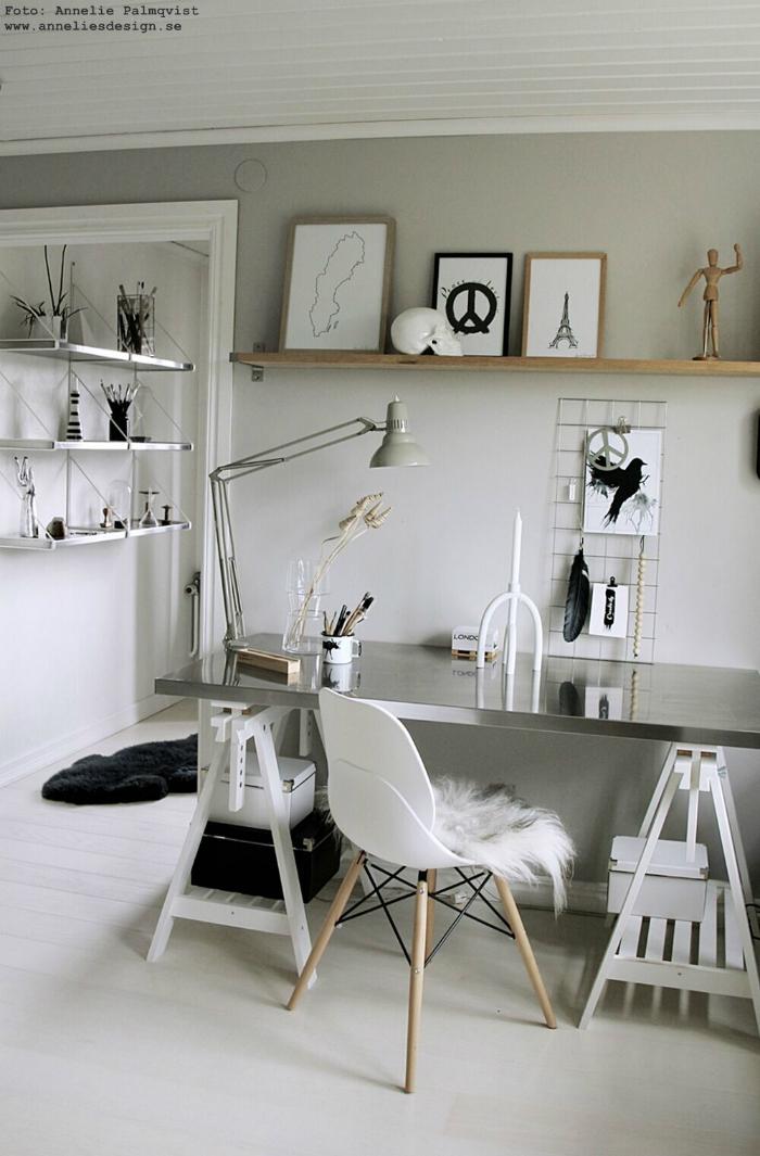 annelies design, webbutik, webbutiker, nätbutik, webshop, tavla, tavlor, arbetsrum, hemmakontor, grått, peace, peacetecknet, skrivbord, lampa, detaljer, mugg älg, älgar, dekoration