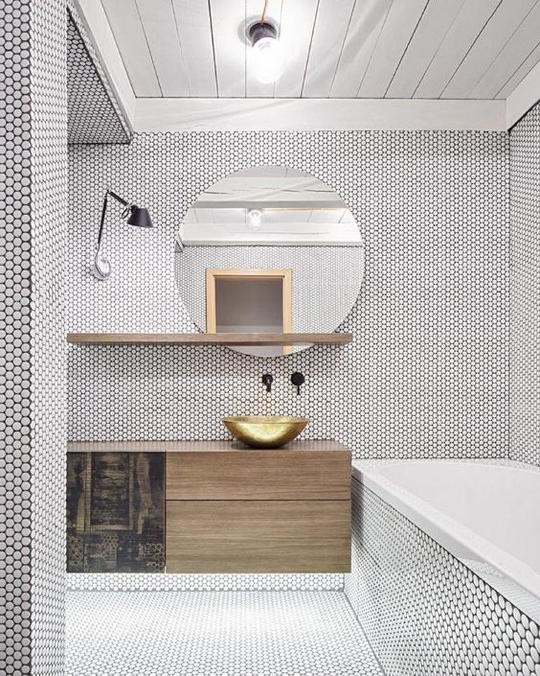bañera encastrada azulejo hexagonal