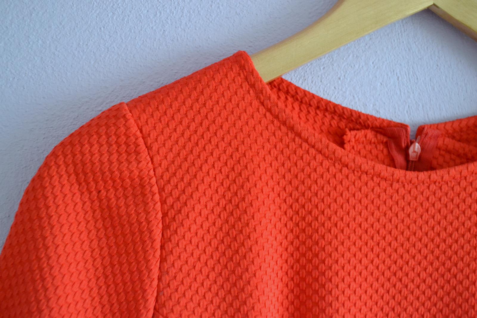 908c59361 Prvé šaty z jesennej dávky látok sú na svete :) Do posledného momentu (ako  píšem tento článok) sa neviem rozhodnúť, či sú šaty červené alebo korálové.