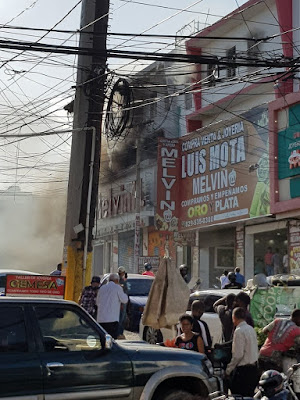 Incendio afecta pensión ubicada en Villa Consuelo de esta capital