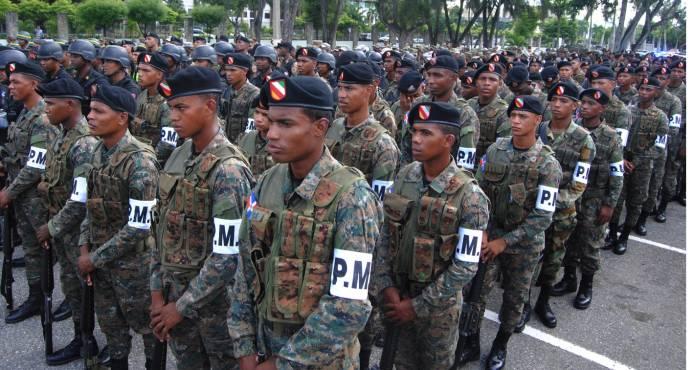 Dos pelotones integrados por mujeres serán partes de los 900 militares que se enviarán a la frontera