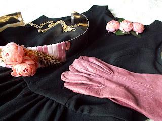 Cinturon guantes y flores