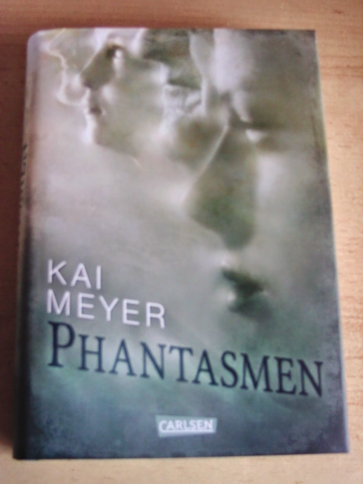http://www.amazon.de/Phantasmen-Kai-Meyer/dp/3551582920/ref=sr_1_1?s=books&ie=UTF8&qid=1424981901&sr=1-1&keywords=phantasmen